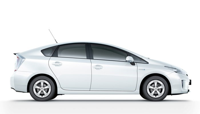 Электромобиль Toyota Prius цена
