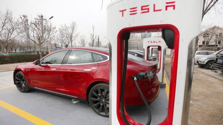 Цена в России электромобиля Тесла