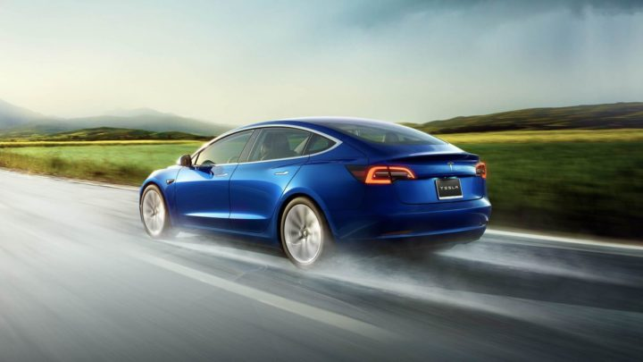 Stoimost' batarei na Tesla Model 3 Performance