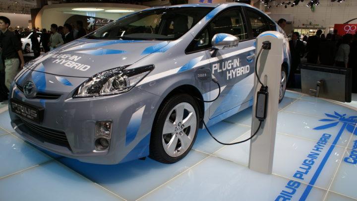 Электромобили гибриды в России